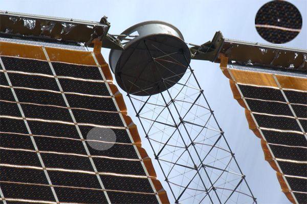 Пробитай метеоритом солнечная батарея МКС