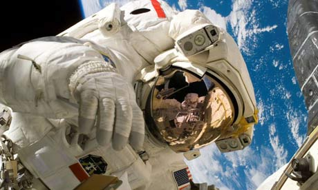 Выход в открытый космос успешно завершен российскими космонавтами