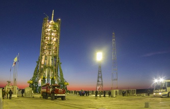На стартовом столе Байконура установлены «Протон-М» совместно с аппаратом «Экспресс-АМ4Р»