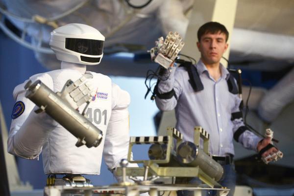 Тест прототипа робота для открытого космоса состоялся в Звездном городке