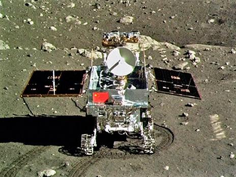 Первые фотографии с Луны были присланы китайским луноходом